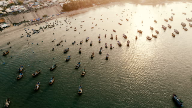 湾の漁師のボートの空撮