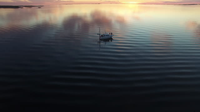 aerial view of fishing boat in sunset sea in norway - 静かな情景点の映像素材/bロール