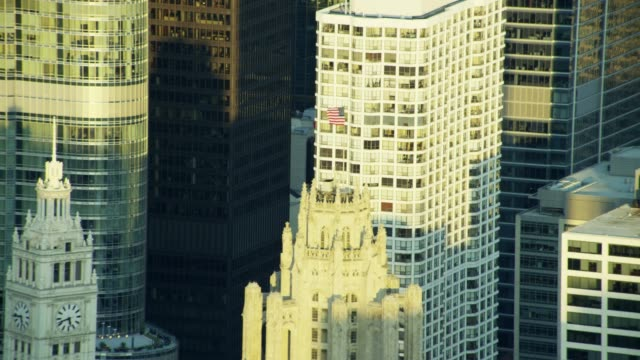 aerial view of flagpole on tribune tower chicago - tribune tower stock-videos und b-roll-filmmaterial