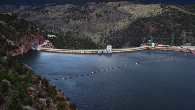 aerial view of flaming gorge reservoir and dam in utah on a sunny day - reservoir stock videos & royalty-free footage