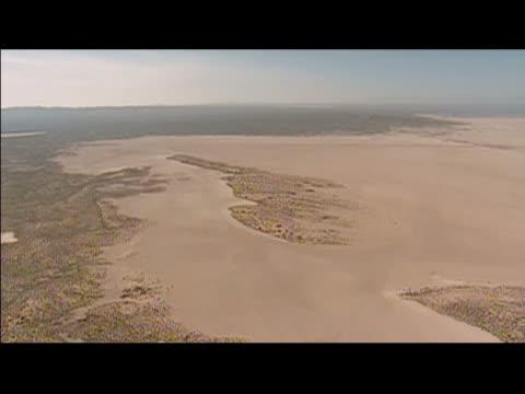 aerial view of flat terrain in mojave desert / california - breitwandformat stock-videos und b-roll-filmmaterial