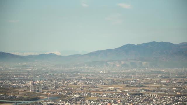 vídeos y material grabado en eventos de stock de vista aérea de la ciudad de gifu cubierto de niebla, gifu, japón - vista inclinada