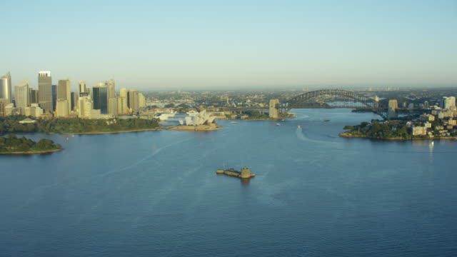 vídeos de stock e filmes b-roll de aerial view of fort denison and sydney harbour - tempo real