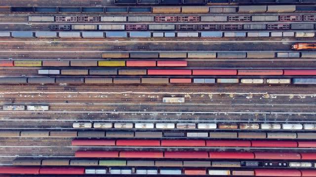貨物列車の航空写真 - 線路のポイント点の映像素材/bロール