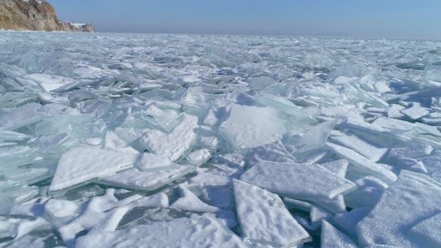 vidéos et rushes de aerial view of frozen baikal lake in winter, russia - givre
