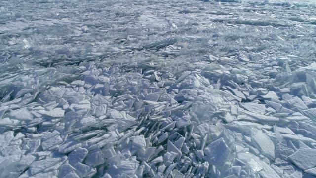 vídeos y material grabado en eventos de stock de aerial view of frozen baikal lake in winter, russia - ártico