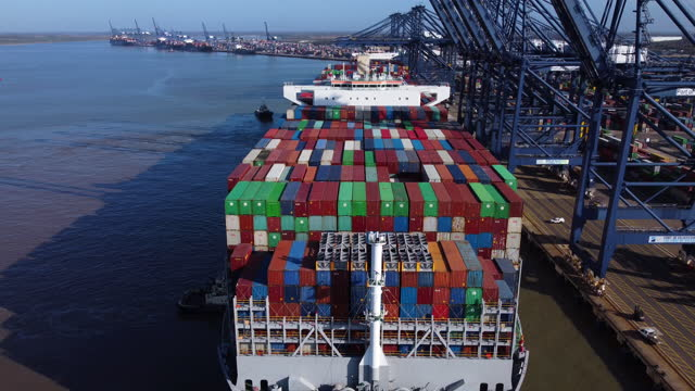 aerial view of fully loaded container ship docking at the port of felixstowe. - aerial view stock videos & royalty-free footage