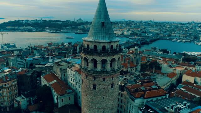 luftaufnahme des galata tower istanbul - galataturm stock-videos und b-roll-filmmaterial