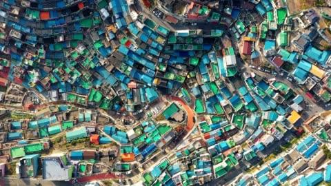 vídeos y material grabado en eventos de stock de vista aérea de gamcheon culture village en busan, corea del sur - colorido
