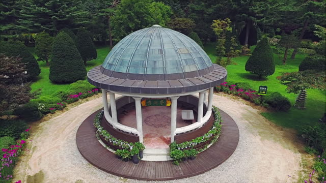 vídeos de stock, filmes e b-roll de aerial view of gazebo in daegwallyeong - gazebo