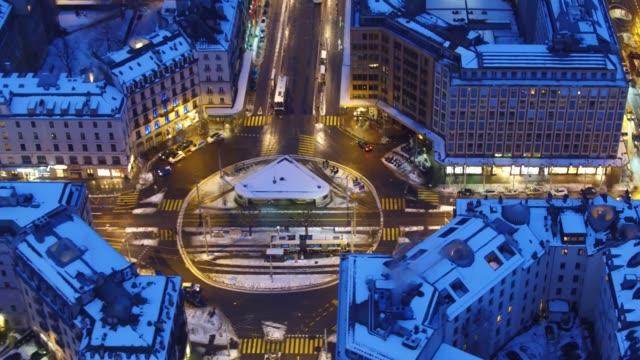 冬の雪の後ジュネーブ センターの空撮 - switzerland点の映像素材/bロール