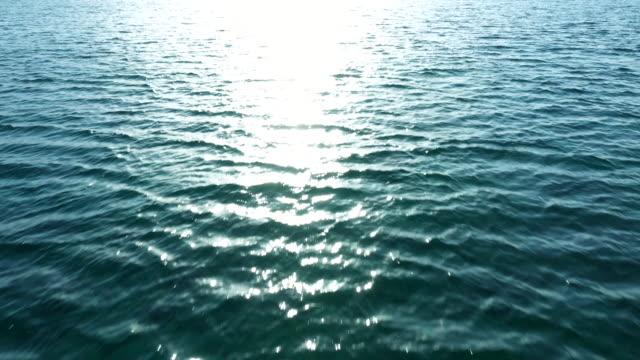 穏やかな波の航空写真 - 波紋点の映像素材/bロール