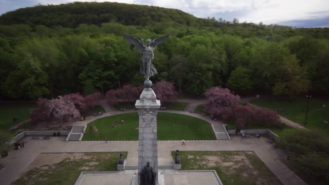 aerial view of george-etienne cartier monument - montréal stock videos & royalty-free footage