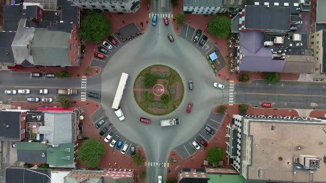 vídeos y material grabado en eventos de stock de vista aérea de gettysburg, pennsylvania main street - señal de nombre de calle