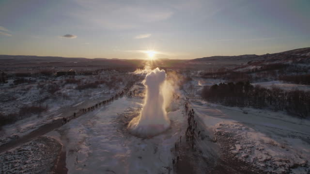 stockvideo's en b-roll-footage met aerial view of geysir, iceland in winter - bron