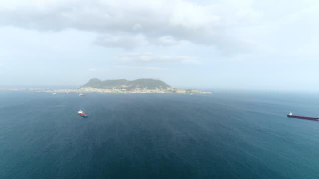 vidéos et rushes de aerial view of gibraltar (british overseas territory) - partie d'une série