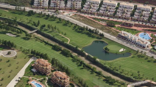 vídeos y material grabado en eventos de stock de aerial view of golf course and apartment complexes - golf