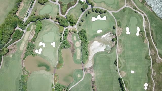 aerial view of golf course - golfgreen bildbanksvideor och videomaterial från bakom kulisserna