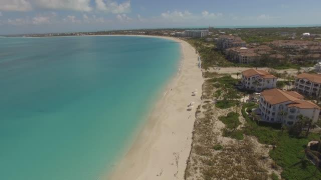 グレース湾、プロビデンシアレス、タークス・カイコス諸島の航空写真 - タークスとケイコス諸島点の映像素材/bロール