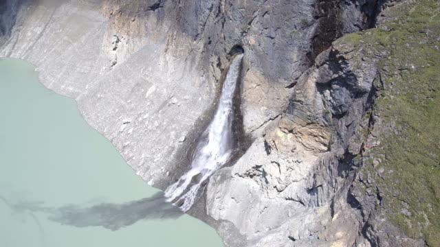 luftaufnahme des grand dixence-damm in der schweiz - anhöhe stock-videos und b-roll-filmmaterial