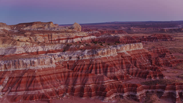 luftaufnahme der grand staircase escalante national monument bei sonnenuntergang - grand staircase escalante national monument stock-videos und b-roll-filmmaterial