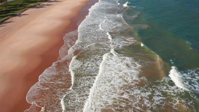 vídeos y material grabado en eventos de stock de vista aérea de la playa de guarajuba, bahía, brasil - bahía