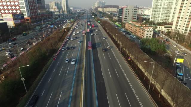vidéos et rushes de aerial view of gyeongbu expressway - car