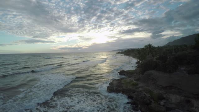 stockvideo's en b-roll-footage met aerial view of haitian coastline - haïti