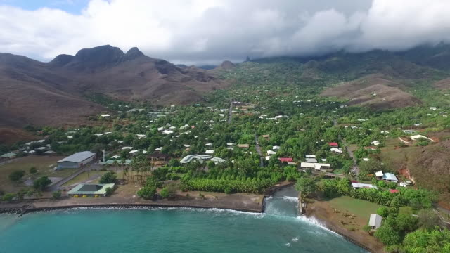 vidéos et rushes de aerial view of hakahau township on ua pou island - dom tom