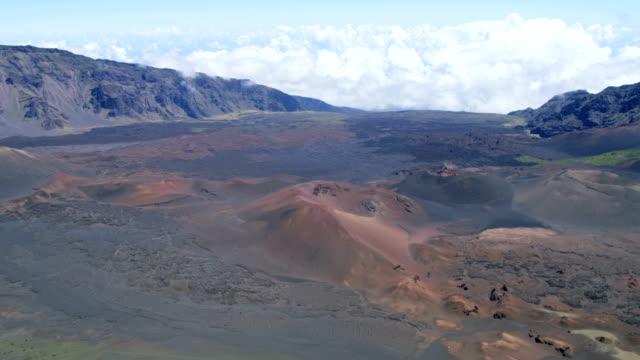 aerial view of haleakala dormant volcano maui usa - hawaii inselgruppe stock-videos und b-roll-filmmaterial
