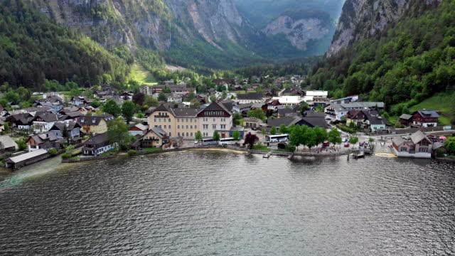 vídeos y material grabado en eventos de stock de vista aérea de hallstatt - austria
