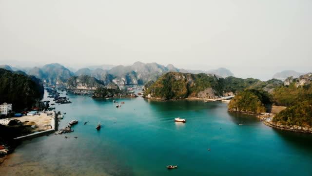 vidéos et rushes de vue aérienne de la baie d'halong au vietnam - vietnam