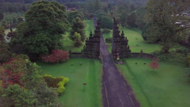 vidéos et rushes de aerial view of handara gate, bali, indonesia - route à une voie
