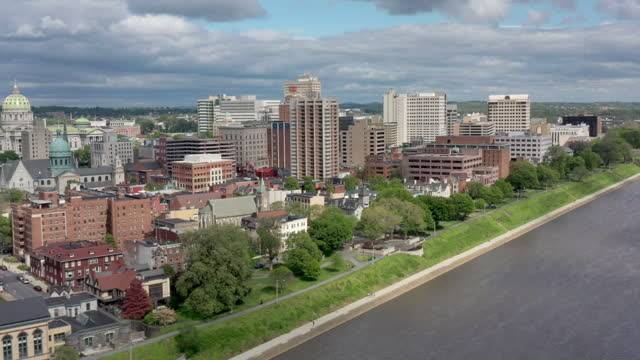 stockvideo's en b-roll-footage met lucht mening van harrisburg, de horizon van pennsylvania - straatnaambord