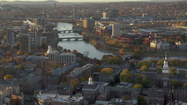 vídeos de stock, filmes e b-roll de aerial view of harvard university near charles river in cambridge, massachusetts, united states of america - boston massachusetts