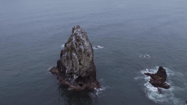 stockvideo's en b-roll-footage met luchtfoto van de hooiberg rotsen - oregon coast
