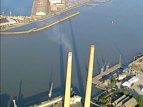 空から見た産業煙タワーます。ntsc 、pal - ポートワイン点の映像素材/bロール