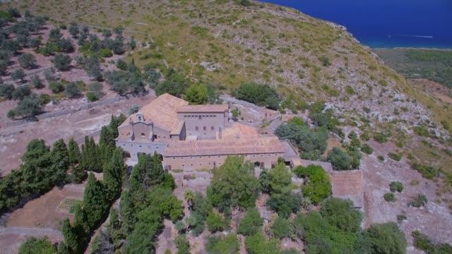 Luftaufnahme der Einsiedelei Ermita de Betlem in den Bergen von Artà (Serra Artana oder Massís d'Artà) der Balearen Mallorca / Spanien