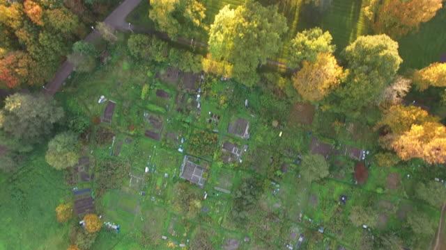 stockvideo's en b-roll-footage met aerial view of herttoniemen siirtolapuutarha - helsinki, finland - finland