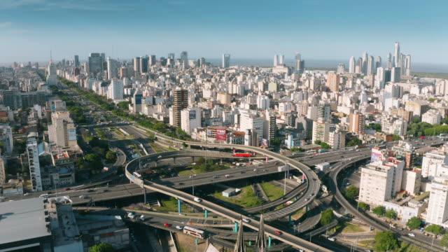 vídeos de stock e filmes b-roll de aerial view of highway interchange - avenida 9 de julio