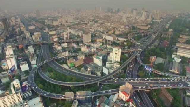 Luftbild von Autobahn-Verkehr in Bangkok, Thailand, 4 km