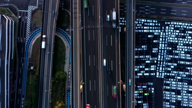 vídeos y material grabado en eventos de stock de aerial view of highway - raya indicadora