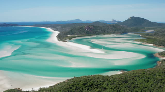 vídeos de stock, filmes e b-roll de aerial view of hill inlet and whitehaven beach, whitsunday islands, tracking back - island