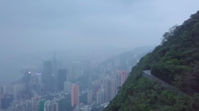 luftaufnahme von hong kong city über mountain lion rock - insel hong kong island stock-videos und b-roll-filmmaterial