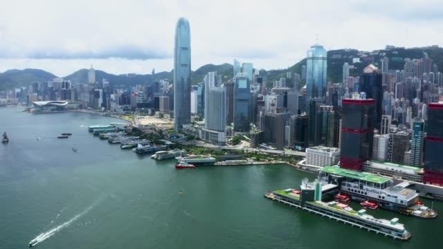 vídeos y material grabado en eventos de stock de vista aérea de la ciudad de hong kong - embarcación de pasajeros