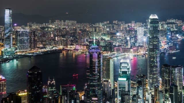 vídeos de stock, filmes e b-roll de t/l ws ha zi vista aérea do porto de hong kong victoria na noite - ilha de hong kong