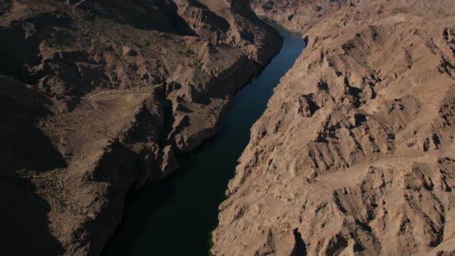 aerial view of hoover dam lake mead arizona - lake mead video stock e b–roll