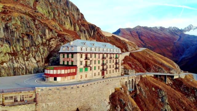 vidéos et rushes de vue aérienne de l'hôtel belvedere, col de la furka en valais - suisse - facade