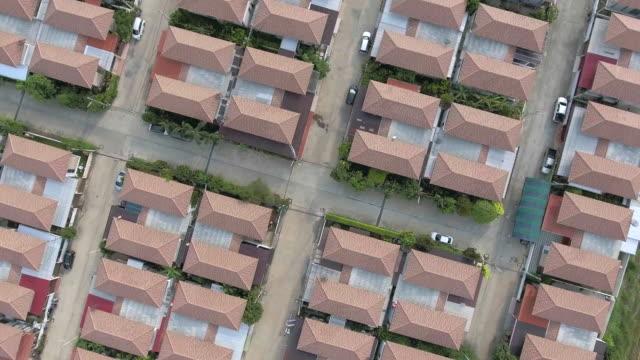 Luchtfoto van het huis in landontwikkeling