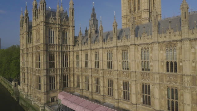 aerial view of houses of parliament - parliament building stock-videos und b-roll-filmmaterial